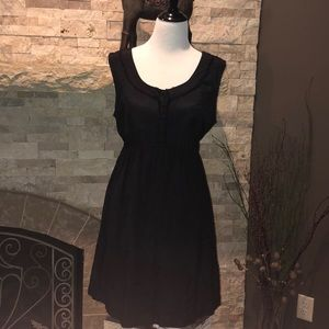 Black sleeveless maternity dress
